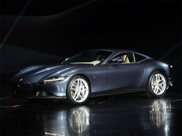 Ferrari Roma - recenze a ceny