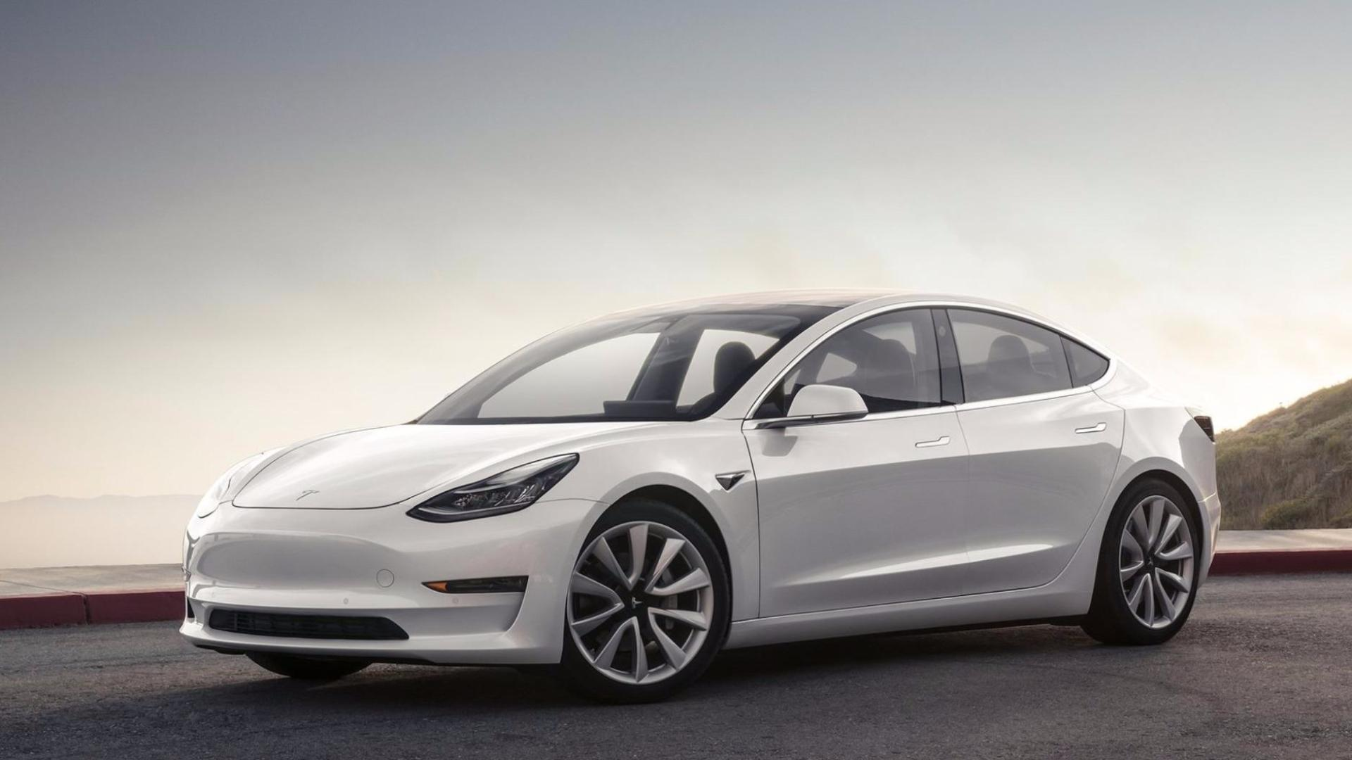 Tesla v ČR a na operativní leasing