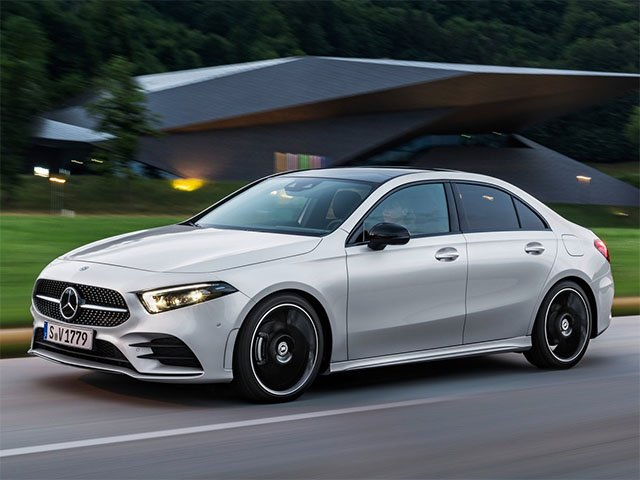 Video: Mercedes-Benz A sedan jízda, interiér a exteriér