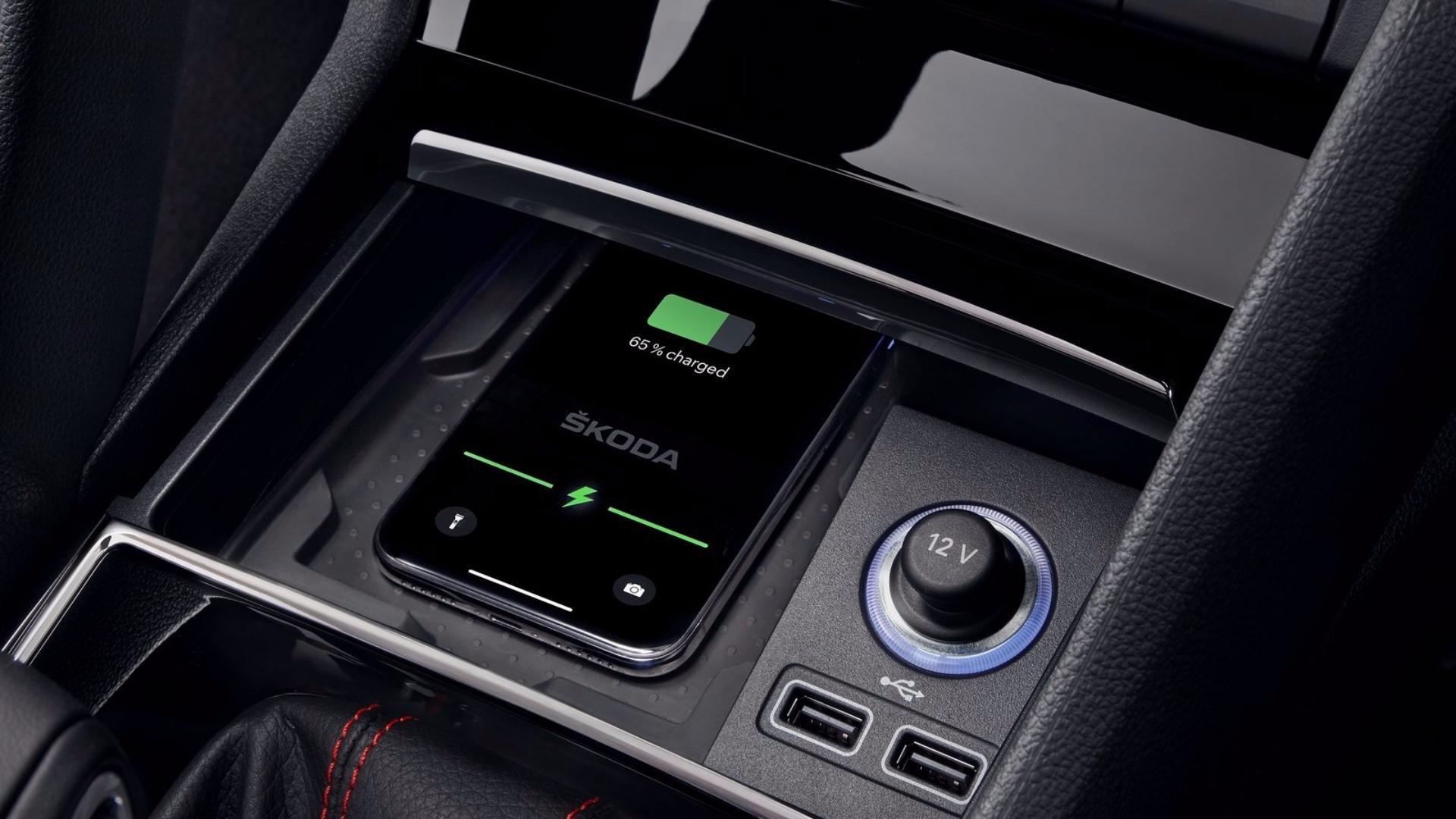 Škoda Kodiaq RS: bezdrátové nabíjení