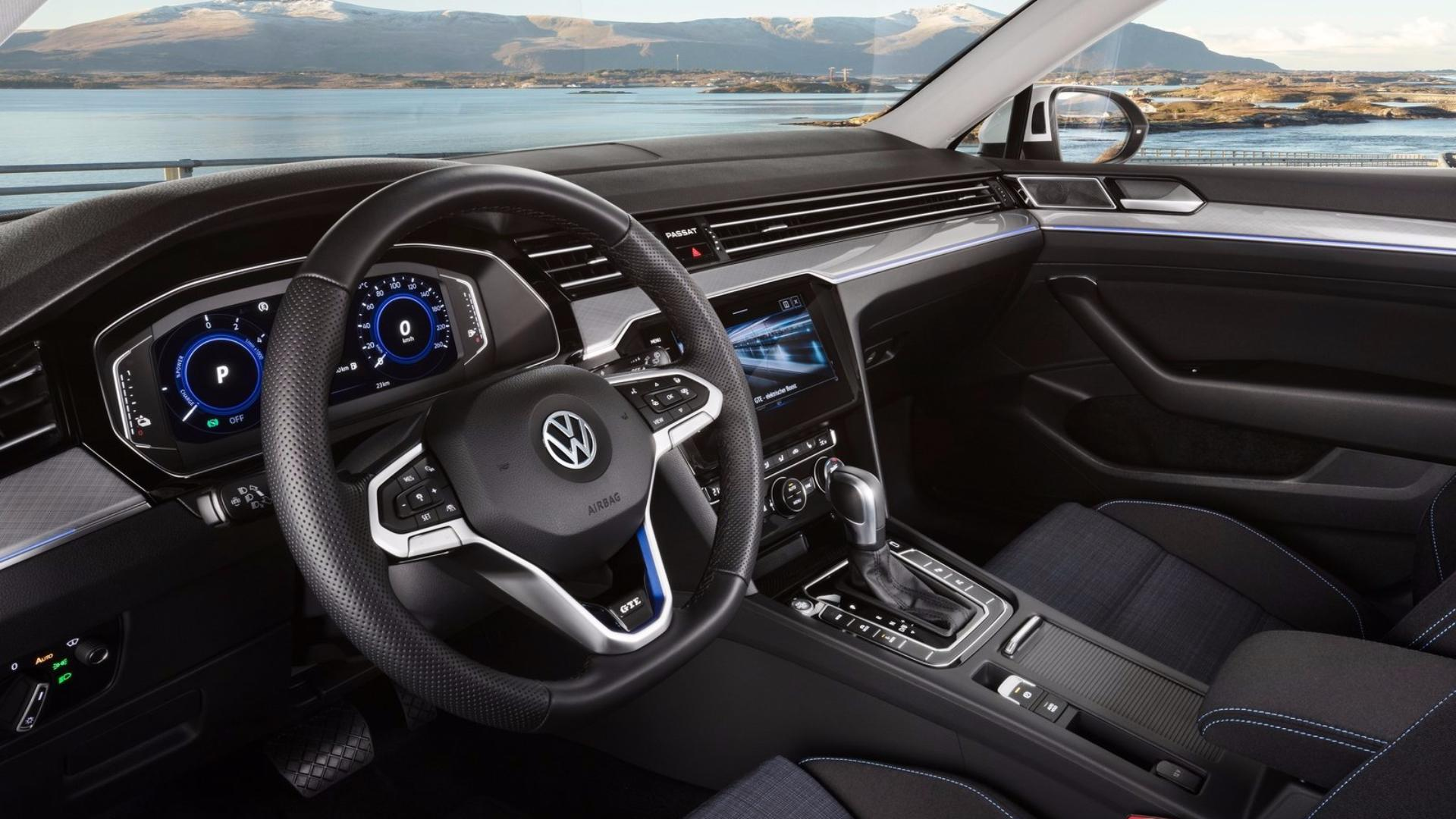 VW Passat GTE (Variant) interiér